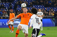 Leroy Sane (Deutschland Germany) gegen Matthijs de Ligt (Niederlande, Netherlands) - 19.11.2018: Deutschland vs. Niederlande, 6. Spieltag UEFA Nations League Gruppe A, DISCLAIMER: DFB regulations prohibit any use of photographs as image sequences and/or quasi-video.