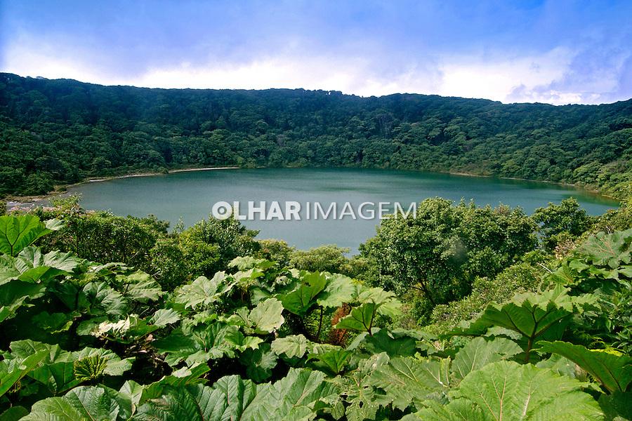 Lago Botos, cratera secundária e inativa do vulcão Poas em Arenal, Costa Rica. 2012. Foto de Luciana Whitaker.