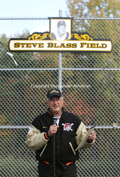 CANAAN, CT; 07 OCTOBER 2006; 100706BZ05- Falls Village native Steve Blass, who led the Pittsburgh Pirates to the 1971 World Series championship, addresses a crowd gathered for the rededication of the North Canaan/Canaan Steve Blass Little League Field Saturday morning.<br />  Jamison C. Bazinet Republican-American