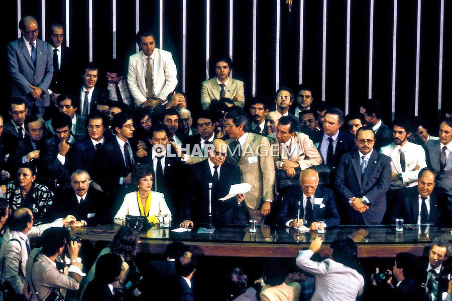 Eleição de Tancredo Neves no Colégio Eleitoral. Congresso Nacional em Brasília. 1985. Foto de Ricardo Azoury.