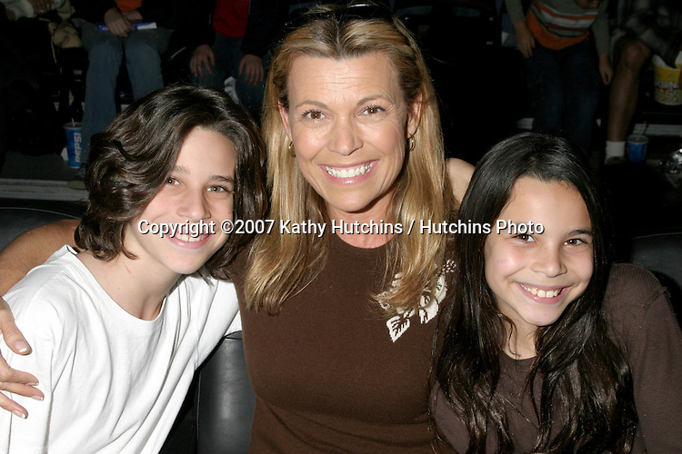Vanna White and her children, Son, Nicholas, born 1994 and Daughter, Giovanna, born 1997 at the .Harlem Globetrotters Game.Staples Center.Los Angeles, CA.February 19, 2007.©2007 Kathy Hutchins / Hutchins Photo.