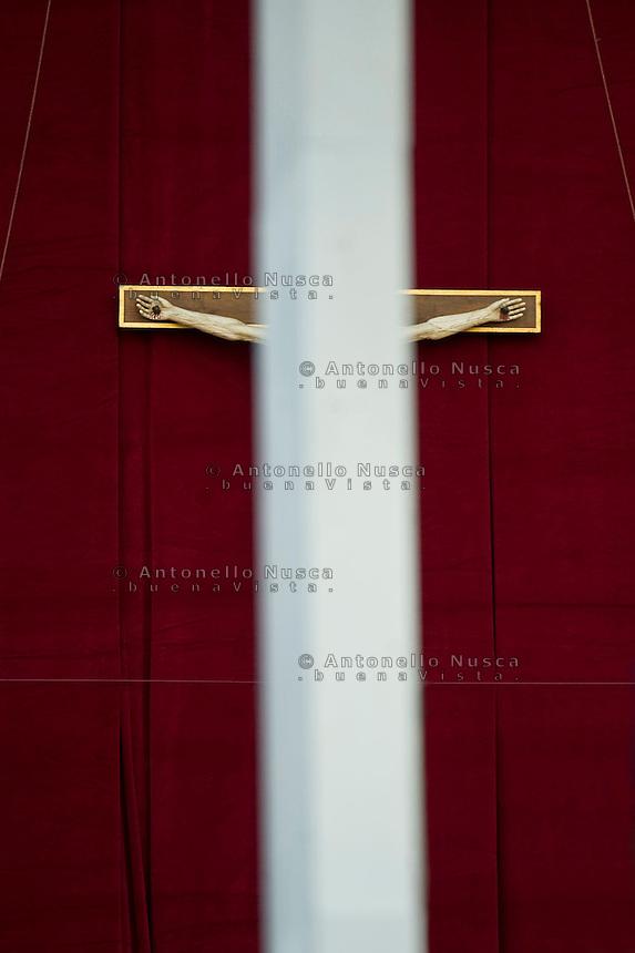 Il grande crocifisso della Basilica di San Pietro. Crucifix at the Vatican.
