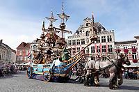 Nederland - Bergen op Zoom - 16 september 2018. De Blauwe Schuit. Op zondag 16 september 2018 vindt in Bergen op Zoom de Brabant Stoet plaats. Dit is een grootst opgezet festival van de lopende cultuur. Deze vorm van cultuur is kenmerkend voor Brabant. In de Brabant Stoet zijn zo'n honderd vormen van lopende (en rijdende) cultuur te zien zoals gilden, fanfares, steltlopers, reuzen, carnaval, ommegangen en praalwagens. De Brabant Stoet wordt samengesteld met groepen uit zowel Noord-Brabant als Vlaams- en Waals-Brabant.   Foto Berlinda van Dam / Hollandse Hoogte