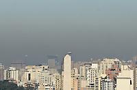 SAO PAULO, 03 DE AGOSTO DE 2012 - CLIMA TEMPO - Camada de poluicao e vista sobre a capital na regiao do Ibirapuera na manha desta sexta feira, regiao central da capital. FOTO: ALEXANDRE MOREIRA - BRAZIL PHOTO PRESS