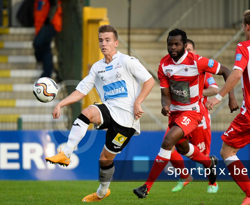 KSV Roeselare - R Antwerp FC : Jari Vandeputte (links) aan de bal voor Johanna Ochieng Omolo (r) <br /> foto VDB / BART VANDENBROUCKE