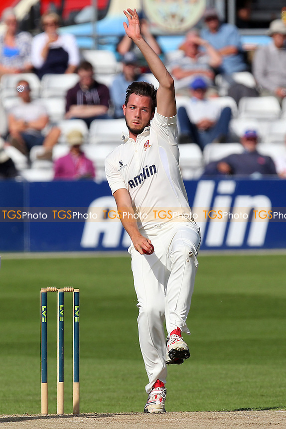 Tom Moore in bowling action for Essex - Essex CCC vs Surrey CCC - LV County Championship Division Two Cricket at the Essex County Ground, Chelmsford, Essex - 25/05/14 - MANDATORY CREDIT: Gavin Ellis/TGSPHOTO - Self billing applies where appropriate - 0845 094 6026 - contact@tgsphoto.co.uk - NO UNPAID USE