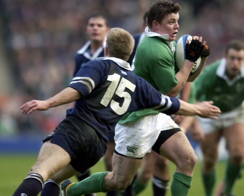 Photo. Jed Wee.Scotland v Ireland, Rugby Union Six Nations Championship, Murrayfield, Edinburgh. 16/02/2003..Ireland's Brian O'Driscoll (R).