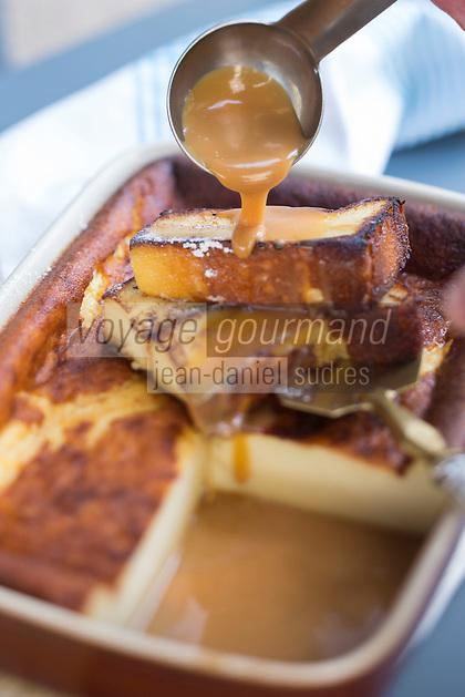 France, Morbihan (56), Vannes, restaurant : La Source, Far poêlé au caramel au beurre salé, recette de  Jean-Charles Allard // France, Morbihan, Vannes,  breton far with Caramel au beurre salé
