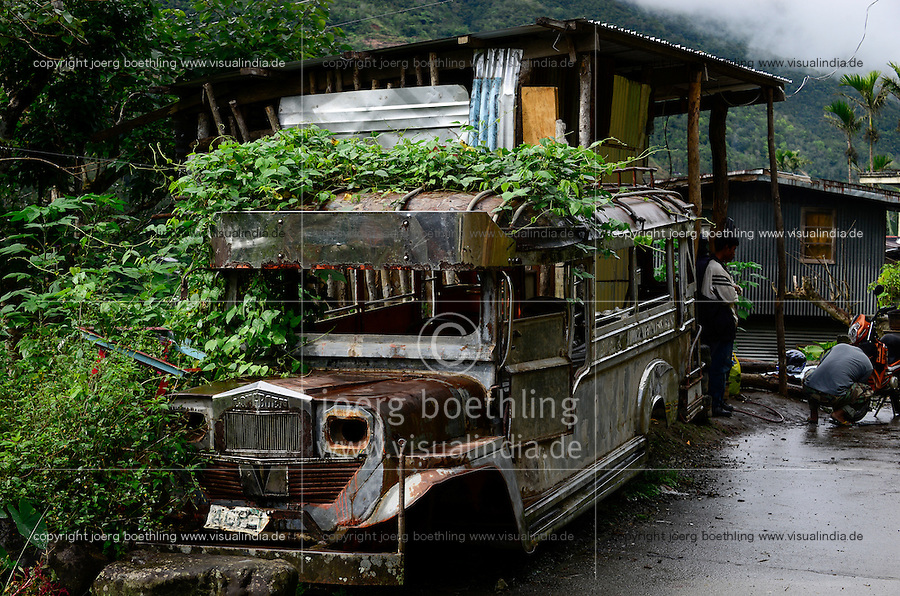 PHILIPPINEN, Ifugao Province, Cordilleras, abandoned Jeepney a well decorated minibus build from old US army jeeps / PHILIPPINEN, Ifugao Province, Cordilleras, schrottreifer Jeepney das lokale Transportmittel