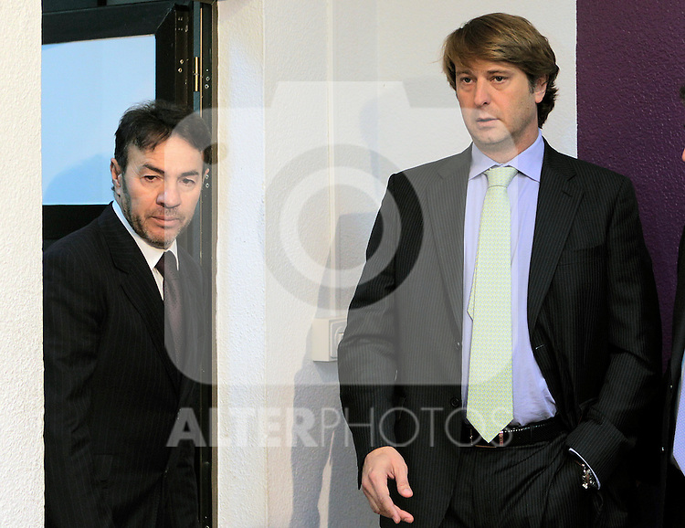 Real Valladolid's new coach Abel Resino (l) with the President Carlos Suarez during his presentation.December 06,2010. (ALTERPHOTOS/Acero)