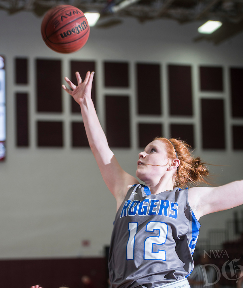 NWA Democrat-Gazette/ANTHONY REYES &bull; @NWATONYR<br /> Elise Randels Rogers junior shootsagainst Siloam Springs Wednesday, Dec. 30, 2015 at Panther Gymnasium in Siloam Springs.
