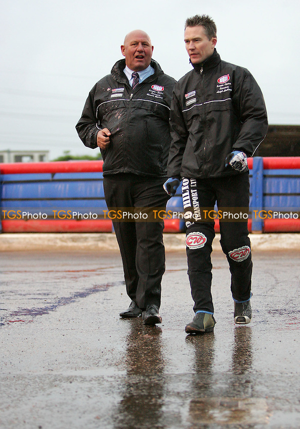 Ronnie Rusell (left) and Leigh Lanham return to the pits after taking a look at track conditions - Arena Essex vs Oxford Cheetahs - Elite League 'A' - Meeting Abandoned - 24/05/06 - (Gavin Ellis 2006)