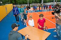 Netherlands, Den Bosch, 18.06.2014. Tennis, Topshelf Open, Kidsday, Thiemo de Bakker (NED) signing autographs<br /> Photo:Tennisimages/Henk Koster