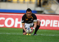 Wellington's Fa'atonu Fili lines up a shot at goal. Air NZ Cup - Wellington Lions v Manawatu Turbos at Westpac Stadium, Wellington, New Zealand. Saturday 3 October 2009. Photo: Dave Lintott / lintottphoto.co.nz