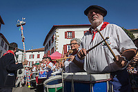 France, Aquitaine, Pyrénées-Atlantiques, Pays Basque, Espelette: Bandas pendant la fête du piment d'Espelette //  France, Pyrenees Atlantiques, Basque Country, Espelette: Village band during Espelette pepper festival