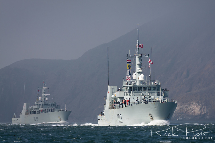 Canadian Kingston-class coastal defence vessels HMCS Nanaimo (MM 702) and HMCS Saskataoon (MM 709) pass through the Golden Gate and enter San Francisco Bay.