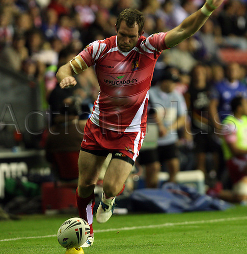 19.08.2011 Engage Super League Rugby from the DW Stadium. Wigan v Bradford. Pat Richards steps up to take the conversion.