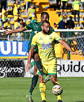 BOGOTA - COLOMBIA -05 -11-2016: Carlos Mancilla (Izq.) jugador de La Equidad disputa el balón con Mauro Guevgeozian (Der.) jugador de Atletico Bucaramanga, durante partido entre La Equidad y Atletico Bucaramanga, por la fecha 19 de la Liga Aguila II-2016, jugado en el estadio Metropolitano de Techo de la ciudad de Bogota. / Carlos Mancilla (L) player of La Equidad vies for the ball with Mauro Guevgeozian (R) player of Atletico Bucaramanga, during a match La Equidad and Atletico Bucaramanga, for the  date 19 of the Liga Aguila II-2016 at the Metropolitano de Techo Stadium in Bogota city, Photo: VizzorImage  / Luis Ramirez / Staff.