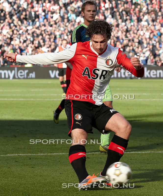 Nederland, Rotterdam, 28 oktober  2012.Eredivisie.Seizoen 2012-2013.Feyenoord-Ajax 2-2.Daryl Janmaat van Feyenoord in actie met de bal