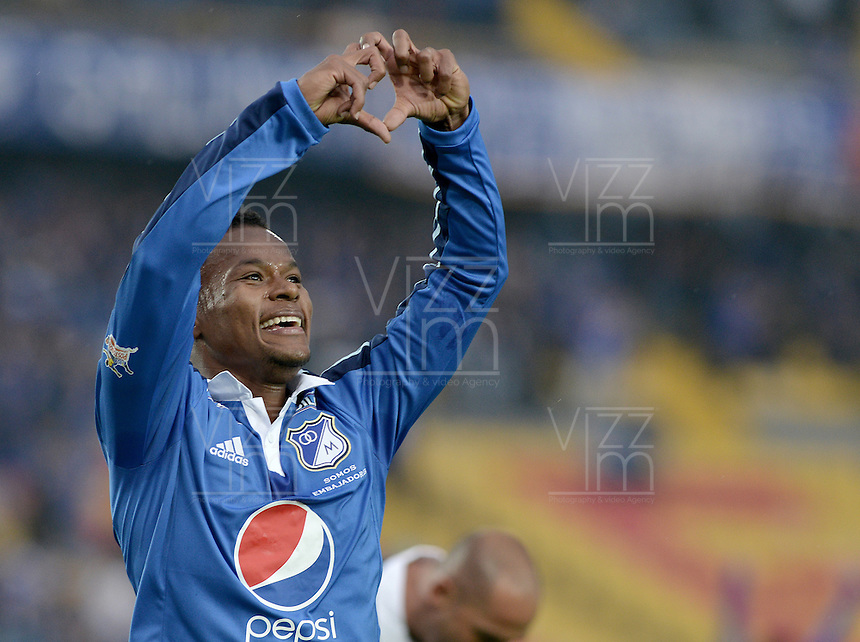 BOGOTÁ -COLOMBIA, 16-03-2014. Alex Diazde Millonarios celebra un gol en contra del Itaguí durante partido por la fecha 11 de la Liga Postobón  I 2014 jugado en el estadio Nemesio Camacho el Campín de la ciudad de Bogotá./ Alex Diaz (L) of Millonarios celebrates a goal  against Itagui during for the 11th date of the Postobon  League I 2014 played at Nemesio Camacho El Campin stadium in Bogotá city . Photo: VizzorImage/ Gabriel Aponte / Staff