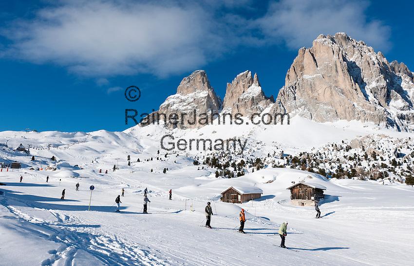 Italy, Alto Adige - Trentino, South Tyrol, above Selva di Val Gardena: ski run at Passo Sella and Sassolungo mountain, 3.181 m | Italien, Suedtirol, Groednertal, oberhalb Wolkenstein, Skipiste am Sellajoch vorm Langkofel (3.181 m)