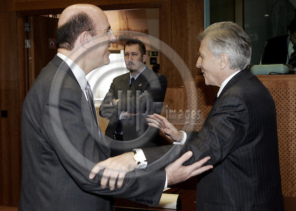 BRUSSELS - BELGIUM - 20 MARCH 2005--The ECO/FIN EU-Council meeting with Finance Ministers. -- Jean-Claude TRICHET (R) the President of the ECB (European Central Bank) with Iacovos N. KERAVNOS Minister for Finance of Cyprus.-- PHOTO: JUHA ROININEN / EUP-IMAGES
