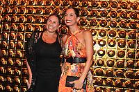 SAO PAULO, SP, 24 DE JANEIRO 2012 - SPFW  - MOVIMENTACAO - A cantora Fafa de Belem e a atriz Camila Pitanga  durante a São Paulo Fashion Week 2012, no predio da Bienal, no Parque do Ibirapuera, na zona sul de Sao Paulo, nesta terca-feira, 24. (FOTO: MILENE CARDOSO - NEWS FREE).