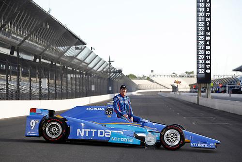 Verizon IndyCar Series<br /> Indianapolis 500 Qualifying<br /> Indianapolis Motor Speedway, Indianapolis, IN USA<br /> Monday 22 May 2017<br /> Verizon P1 pole award winner Scott Dixon, Chip Ganassi Racing Teams Honda<br /> World Copyright: Michael L. Levitt<br /> LAT Images