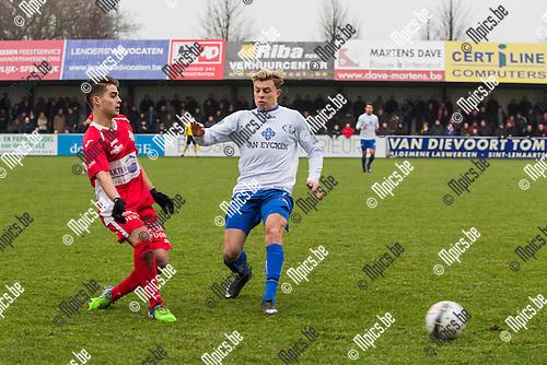 2015-01-25 / Voetbal / Seizoen 2014-2015 / Hoogstraten-Tienen/ Jari Marien (HVV) werkt de bal weg voor Maxime Cosse (Tienen)<br /> <br /> Foto: Mpics.be