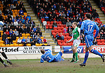 St Johnstone v Hibs....05.03.11 .David Wotherspoon scores the equaliser.Picture by Graeme Hart..Copyright Perthshire Picture Agency.Tel: 01738 623350  Mobile: 07990 594431
