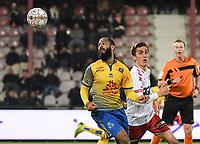 KV KORTRIJK - UNION ST GILLOISE :<br /> Julien De Sart (R) en Abdelrafik Gerard (L) zijn op zoek naar de bal<br /> <br /> Foto VDB / Bart Vandenbroucke