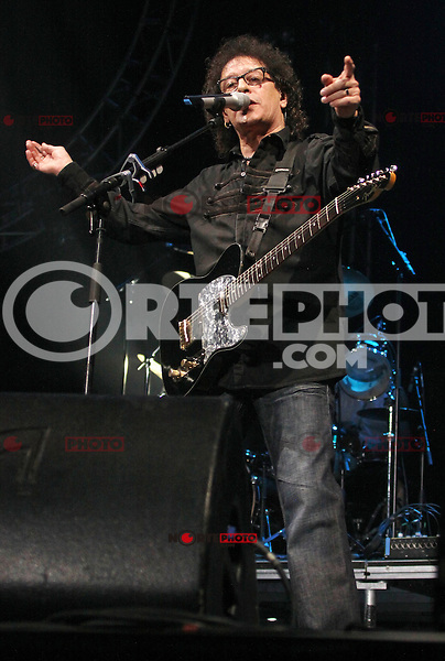 NON EXCLUSIVE PICTURE: MATRIXPICTURES.CO.UK.PLEASE CREDIT ALL USES..WORLD RIGHTS..Singer-songwriter Mike Craft of English 1970's rock band Smokie, is pictured performing a concert at the Liverpool Echo Arena...NOVEMBER 17th 2012..REF: IRF 125368