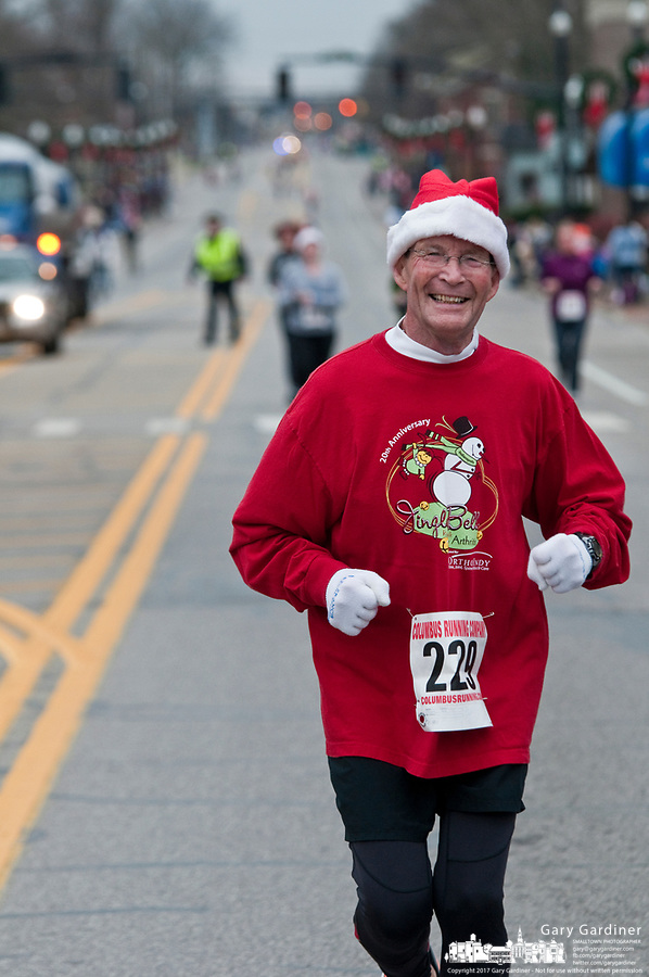 A runner in the 5k run prior to the Westerville Christmas parade.