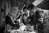 Europe/France/Midi-Pyrénées/82/Tarn-et-Garonne/Saint-Étienne-de-Tulmont:  Le Chef Christian Constant  lors de la cuisine des canards gras chez son amie: Françoise Fel [Non destiné à un usage publicitaire - Not intended for an advertising use]