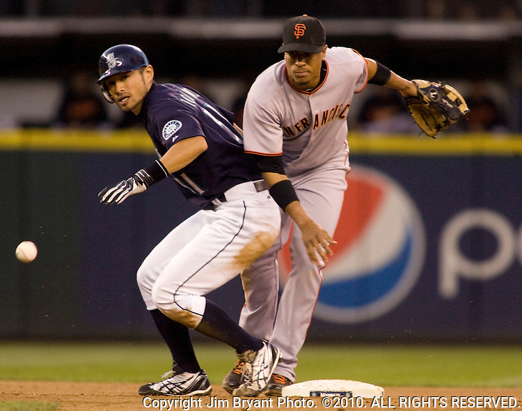 San Francisco Giants second baseman Emmanuel Burriss (R) losses the ball after forcing out Seattle Mariners Ichiro Suzuki in the fifth inning at SAFECO Field in Seattle May 22, 2009. Jim Bryant Photo. ©2010. ALL RIGHTS RESERVED.