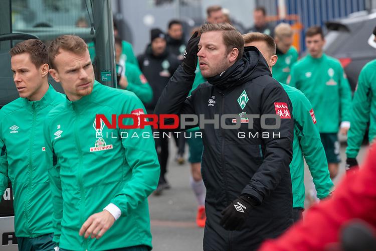 12.01.2020, Platz 11 am wohninvest Weserstadion, Bremen, GER, FSP SV WERDER BREMEN (GER)  vs Hannover 96<br /> <br /> im Bild / picture shows <br /> <br /> Spieler kommen aus der Kabine und gehen zu Platz 11 <br /> Niklas Moisander (Werder Bremen #18 Kapitaen)<br /> Christian Groß / Gross (Werder Bremen #36)<br /> Florian Kohfeldt (Trainer SV Werder Bremen)<br /> <br /> Foto © nordphoto / Kokenge