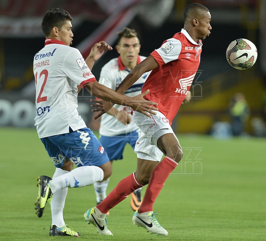 BOGOTÁ-COLOMBIA-11-02-2014. Jonathan Copete (Der.) jugador del Independiente Santa Fe de Colombia, disputa el balón con Ramon Coronel (Izq.) jugador del Nacional de Paraguay, durante partido entre Independiente Santa Fe y Nacional de la segunda fase, grupo 4, de la Copa Bridgestone Libertadores en el estadio Nemesio Camacho El Campin, de la ciudad de Bogota./ Jonathan Copete (R) player of Independiente Santa Fe of Colombia, vies for the ball with Ramon Coronel (L) player of Nacional of Paraguay, during a match between Independiente Santa Fe and Nacional for the second phase, group 4, of the Copa Bridgestone Libertadores in the Nemesio Camacho El Campin in Bogota city.  Photo: VizzorImage/ Gabriel Aponte /Staff