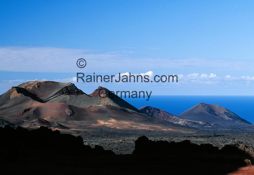 Spanien, Kanarische Inseln, Lanzarote, Timanfaya Nationalpark:  Vulkanlandschaft   Spain, Canary Island, Lanzarote, Timanfaya National park: vlcanoes