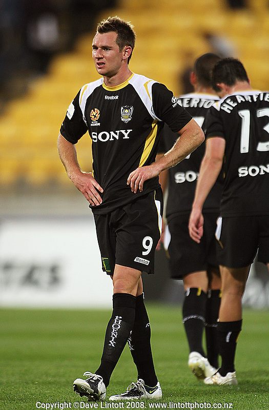Shane Smeltz shows his disappointment at the draw after the A-League football match between the Wellington Phoenix and Perth Glory at Westpac Stadium, Wellington, New Zealand on Saturday, 13 December 2008. Photo: Dave Lintott / lintottphoto.co.nz