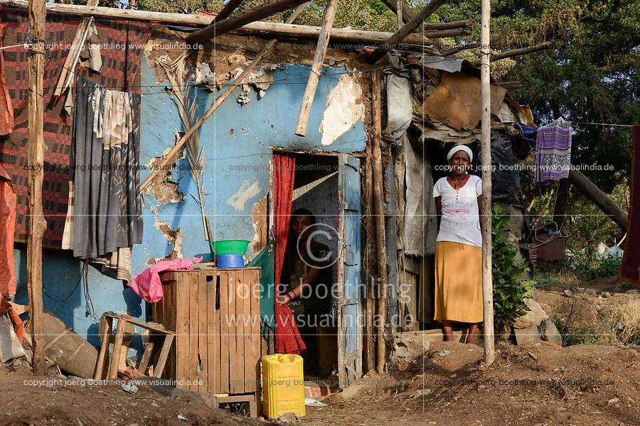 ETHIOPIA , Addis Abeba, construction boom, most of the construction is done by chinese companies, slums will be demolished and people are displaced to outskirts for new construction sites in the city centre  / AETHIOPIEN, Addis Abeba, Bauboom, die meisten Hochhaeuser werden von chinesischen Firmen gebaut, Abriss von Slumsiedlungen und Verdraengung der Menschen in Randbezirke
