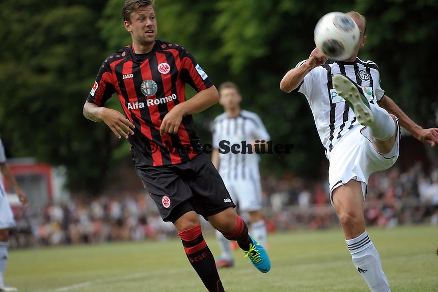 MArco Russ (Eintracht) kommt nicht an den Ball - Eintracht Frankfurt vs. VfR Aalen