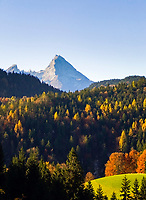 DEU, Deutschland, Bayern, Oberbayern, Herbst im Berchtesgadener Land, der Watzmann | DEU, Germany, Bavaria, Upper Bavaria, autumn at Berchtesgadener Land, Watzmann mountain