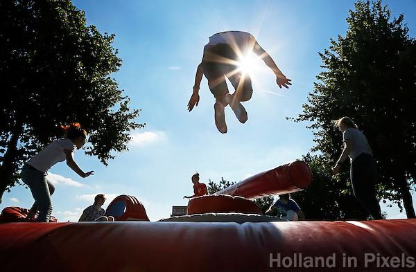Nederland  Utrecht 2016. De Utrechtse Introductie Tijd ( UIT ) is de algemene stadsintroductie voor alle studenten die in Utrecht gaan studeren. Playground in het Griftpark. Foto Berlinda van Dam / Hollandse Hoogte
