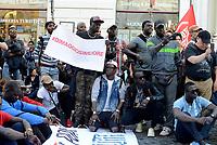Roma, 5 Maggio 2017<br /> Cartelli contro Antonio Di Maggio vice comandante della polizia municipale di Roma.<br /> Manifestazione della comunit&agrave; senegalese e associazioni antirazziste per chiedere giustizia per Niang Maguette, l'ambulante senegalese di 54 anni morto il 3 maggio a Roma durante un controllo dei vigili.