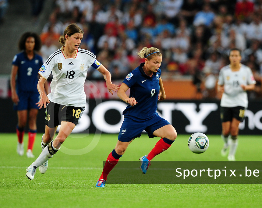 Fifa Women's World Cup Germany 2011 : France - Germany ( Frankrijk - Duitsland ) at Munchengladbach World Cup stadium : Eugenie LE SOMMER aan de bal voor Kerstin GAREFREKES.foto DAVID CATRY / Vrouwenteam.be