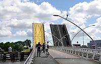 Nederland Zaanstad  2020. De Julianabrug bij Zaanse Schans. Foto Berlinda van Dam / Hollandse Hoogte
