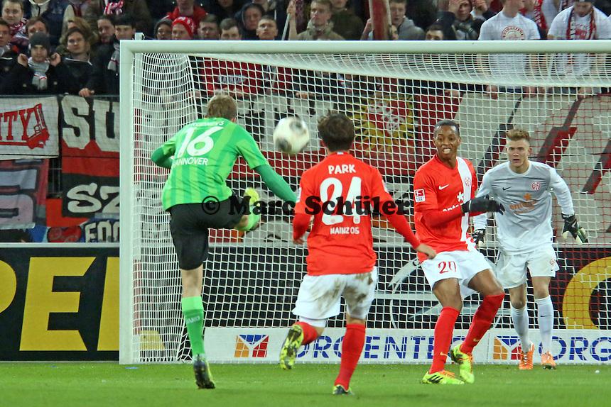 Artjoms Rudnevs (Hannover) zieht ab - 1. FSV Mainz 05 vs. Hannover 96, Coface Arena, 21. Spieltag