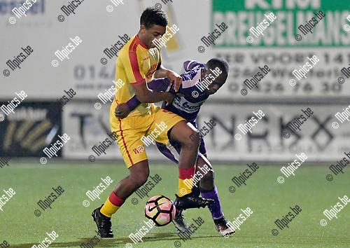 2017-03-18 / voetbal / seizoen 2016 - 2017 / Oosterzonen - Patro Eisden Maasmechelen / een gevecht om de bal tussen Fakkou Fall (l) (Oosterzonen) en Ake Etien (r) (Patro Eisden Maasmechelen)