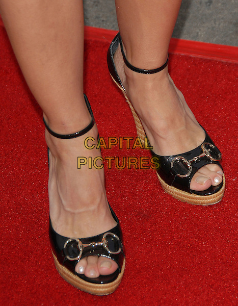 """CHERYL HINES' SHOES.The Universal Pictures' World Premiere of """"Knocked Up"""" held at The Mann's Village Theatre in Westwood, California, USA..May 21th, 2007.feet black straps .CAP/DVS.©Debbie VanStory/Capital Pictures"""