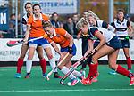 HUIZEN - Hockey - Myrthe van Kesteren (Bldaal) met Fleur de Waard (HUI)  Hoofdklasse hockey competitie, Huizen-Bloemendaal (2-1) . COPYRIGHT KOEN SUYK